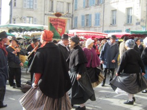 Folk dancing in Périgueux