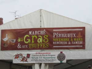 The winter market in Périgueux November to March and the notice of the pâté competition